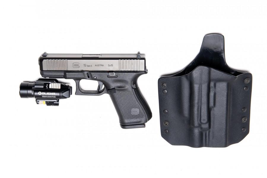 Pistole Glock 19 Gen 5 mit Olight Bladr Pro und Holster