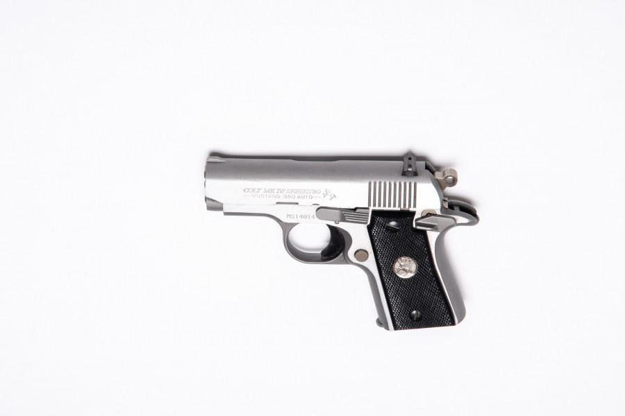 Pistole Colt Mustang